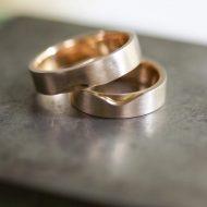 aliancas-curvas-bicolor-ouro