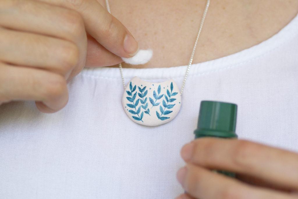 Colar difusor em cerâmica, Coleção Essência.